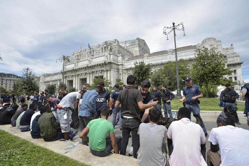 Immigrazione: nuovo blitz della polizia a Milano