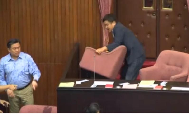 Youtube rissa parlamento taiwan deputati si picchiano for Rassegna stampa parlamento