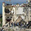 """Torre Annunziata: crolla palazzina di 2 piani, famiglie sotto macerie: """"Era appena passato il treno""""04"""