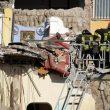 """Torre Annunziata: crolla palazzina di 2 piani, 2 bimbi e 5 adulti sotto macerie: """"Era appena passato il treno""""09"""