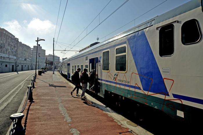 Capotreno aggredita a Porto Torres: Trenitalia e Questura smentiscono