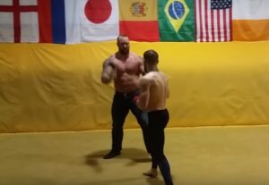 YOUTUBE Conor McGregor mise ko La Montagna di Games of Thrones