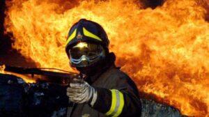 Pompieri volontari appiccano incendi per guadagnare 10 euro l'ora: arrestati a Ragusa