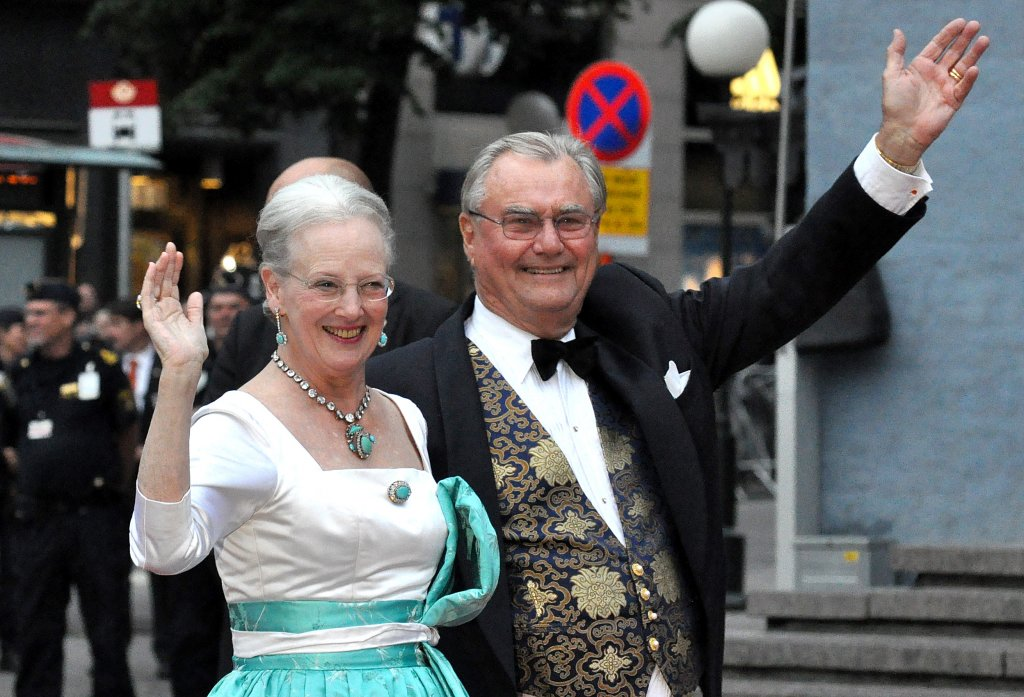 Colpa del titolo: Principe di Danimarca non vuole essere sepolto con Regina