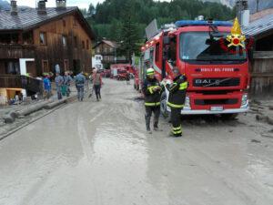 Bomba d'acqua su Cortina d'Ampezzo, colata di detriti travolge auto: un morto