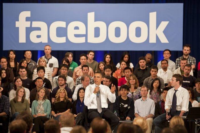 Fake news su Facebook, Barack Obama avvertì Mark Zuckerberg. Ma lui...
