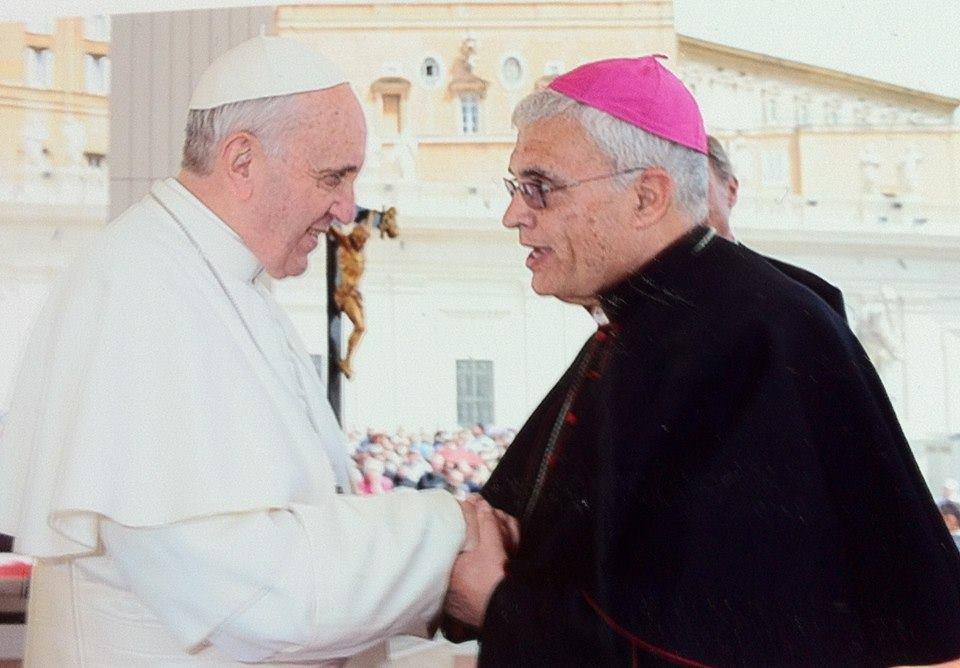 Accuse al vescovo: