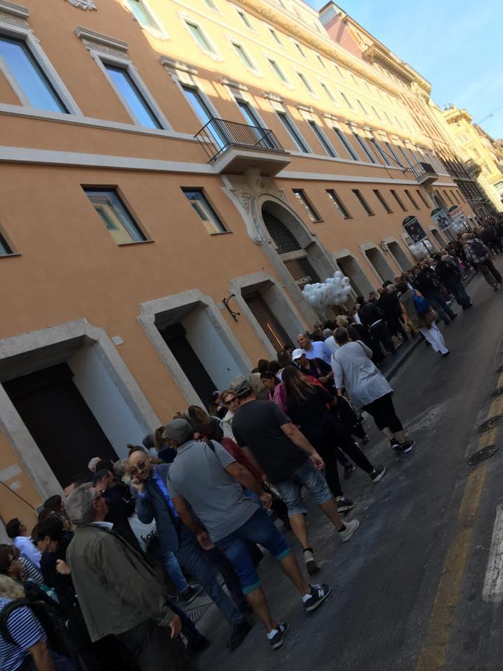 Roma apre il nuovo megastore rinascente lunghe code in for Inaugurazione rinascente roma
