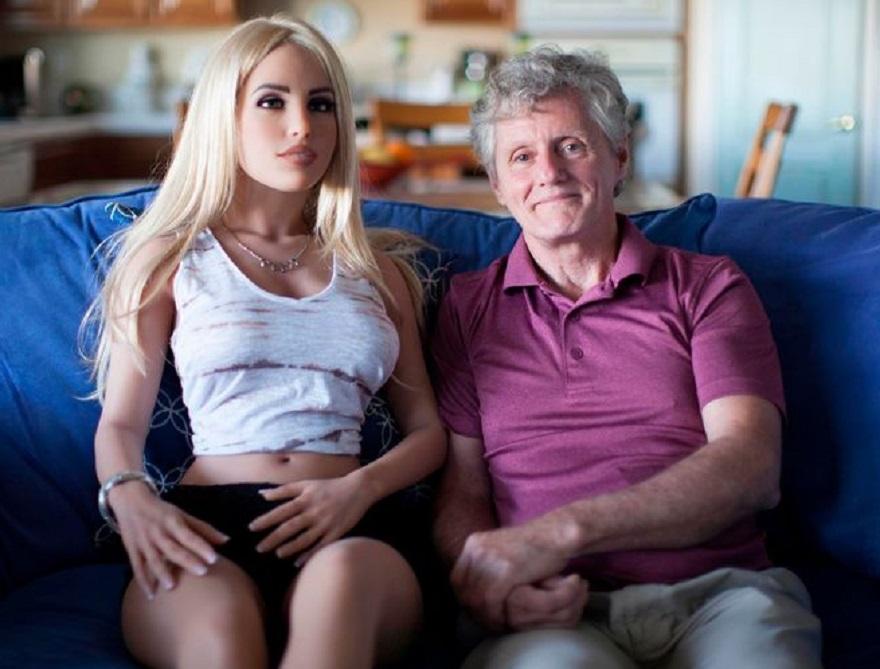 James l 39 ingegnere inglese che va a letto con la bambola - A letto con mia moglie ...
