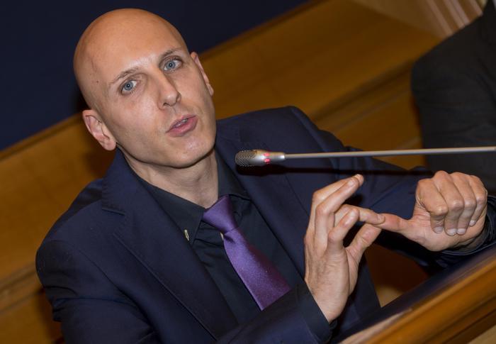 M5s cecconi e martelli candidati fantasma se eletti for Numero parlamentari m5s