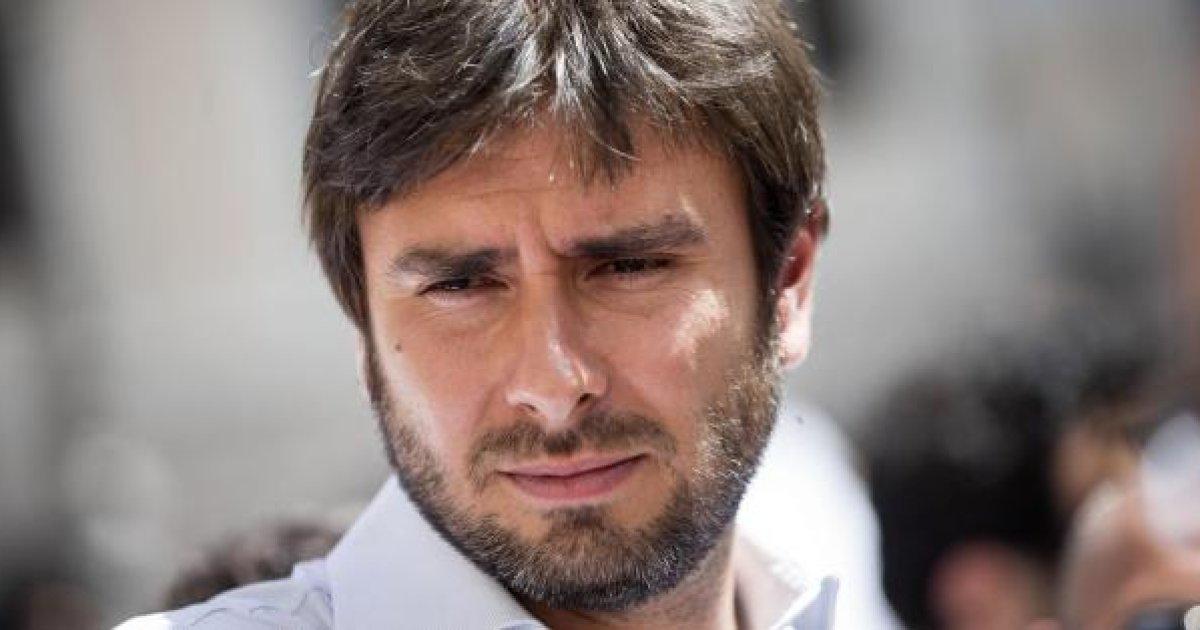 Di Battista: 'Italiani rincoglioniti'
