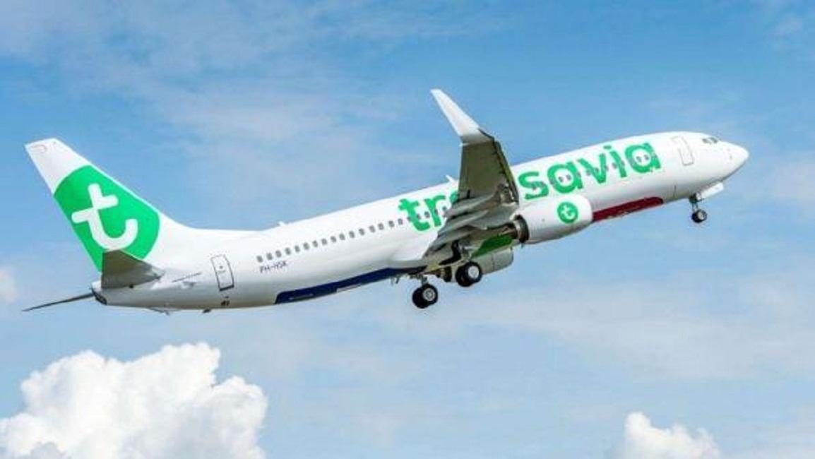 Flatulenza durante volo per Amsterdam, rissa tra passeggeri: atterraggio d'emergenza