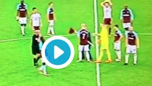 West Ham-Burnley, video invasione campo: tifoso pianta bandierina centrocampo