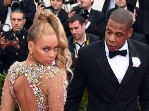 Beyoncé, chi l'ha morsa al party? Il mistero a Hollywood