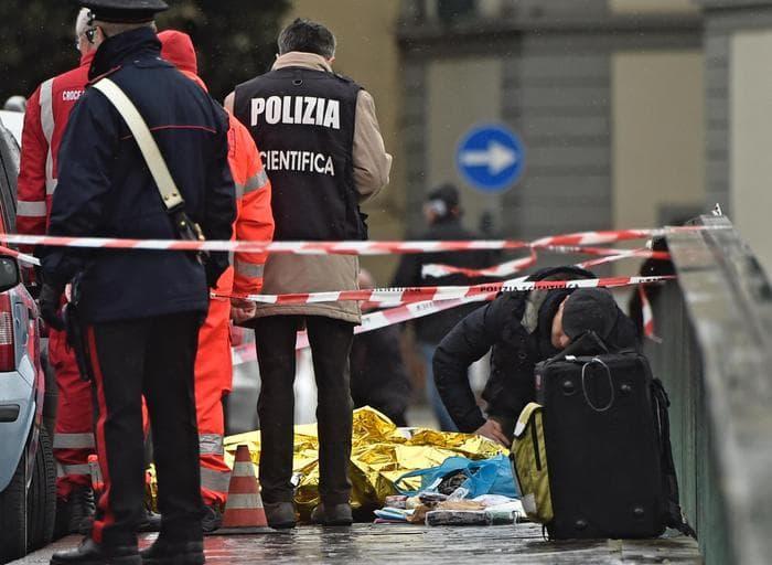 Sparatoria a Ponte Vespucci, ucciso un uomo di colore. Fermato un italiano