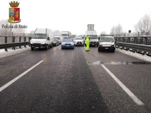Incidente in autostrada A13 vicino Ferrara: scontro tra 3 camion, un morto