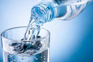 Abbiamo davvero bisogno di otto bicchieri d'acqua al giorno?