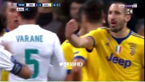 "YOUTUBE Real Madrid-Juventus, Chiellini furioso con Varane: ""You pay, you pay"""