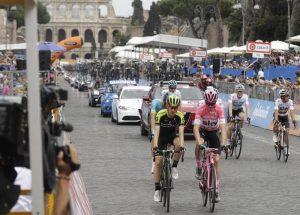 Roma, buche battono Giro d'Italia, tappa finta per non cadere