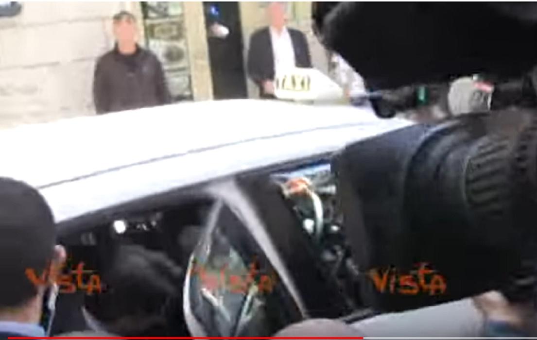 Giuseppe conte lascia abitazione con taxi la scorta lo for 3 box auto con abitazione
