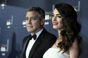 George Clooney e Amal Alamuddin in scooter in Sardegna