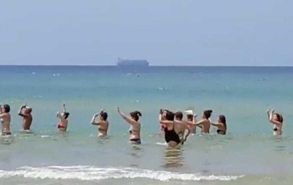 Youtube pozzallo turisti ballano davanti alla nave maersk for Gruppo inventa pozzallo