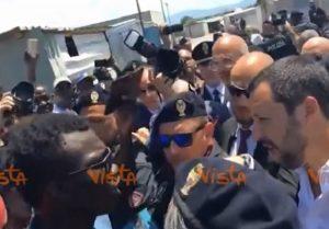 Risultati immagini per Salvini nella baraccopoli di San Ferdinando. I raccoglitori africani