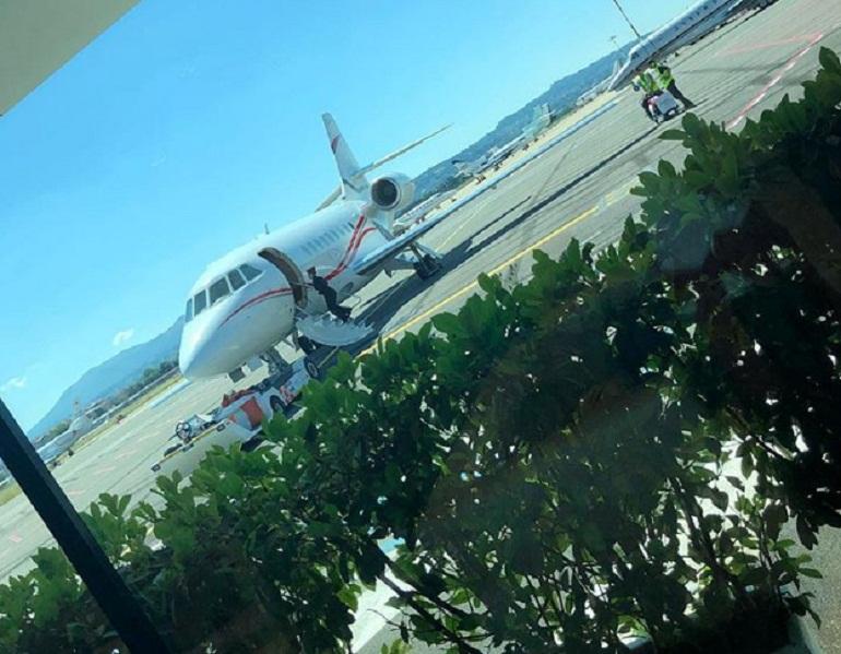 Jet Privato Roma Ibiza : Sonia bruganelli e la foto del jet privato l ira sui