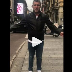 Christian Vieri palleggia con una monetina VIDEO