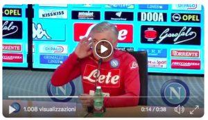 Ancelotti come Mourinho, VIDEO gesto orecchio anti tifosi Juventus