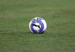 Salerno, daspo di 5 anni al calciatore: diede una testata all'arbitro