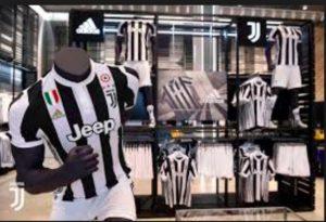 """Roma-Juve, è guerra social. Il club giallorosso: """"Juventus store unico posto da non vedere a Roma"""""""
