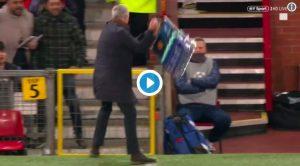 Champions, Fellaini segna gol qualificazione e Mourinho spacca tutto: VIDEO con la sua esultanza