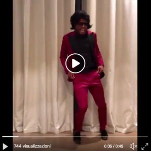 Patrice Evra imitates James Brown and becomes viral on social videos