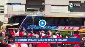 Libertadores, assalto al pullman del Boca: la sassaiola dei tifosi del River ferisce i calciatori (VIDEO)