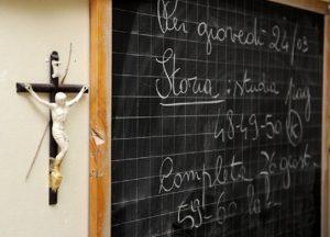 """Crocifisso tolto da scuola per non turbare i musulmani? La preside: """"No, semplicemente non li abbiamo"""""""