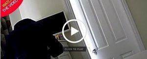 Telecamera nascosta in casa: scopre il vicino che...si tocca coi ...