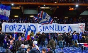 "Sampdoria, striscioni dei tifosi per Vialli: ""Noi ti amiamo e ti adoriamo"""
