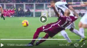Torino-Juventus, VIDEO: Zaza giù dopo trattenuta di Alex Sandro, per arbitro non è rigore