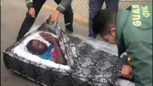 Migranti, due africani nascosti nei materassi sigillati a Melilla, tra Spagna e Marocco