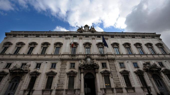 Il palazzo della Consulta a Roma (Ansa)