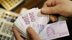 Turchia, la lira crolla: la Banca centrale alza il tasso di interesse