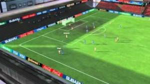 Calcio, muraglia umana sulla linea di porta (video)