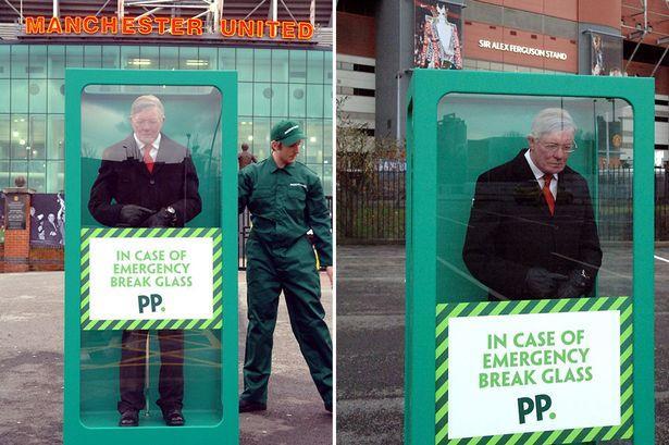 """Manchester, statua per Alex Ferguson: """"In caso di necessità rompere il vetro"""""""