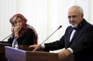 Emma Bonino col velo a Teheran: sfiorato l'incidente, il ministro s'era opposto