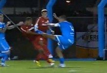 Luis Henrique, entrata alla karate kid su avversario (video)
