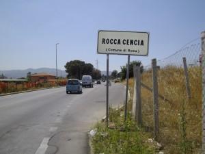 Cagnetta torturata e impiccata ad un albero a Rocca Cencia (Roma)