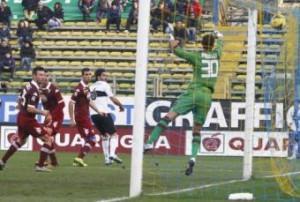 Alessandro Lucarelli, gol di tacco alla Roberto Mancini in Parma-Torino (LaPresse)