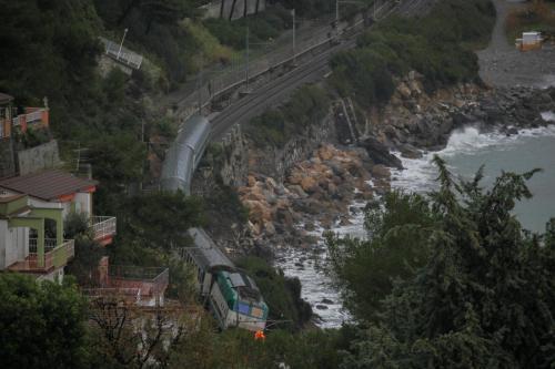 Andora, treno sospeso nuova Costa Concordia? No, Cassandra Crossing ligure