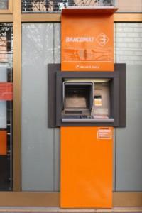 Rincaro conti correnti: bollette 3 €, bonifici 4, bancomat 2...Media totale:+20%